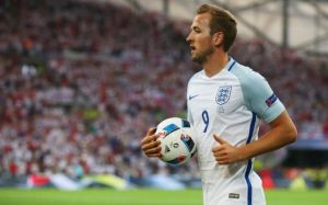 Harry Kane prepares to take another set piece